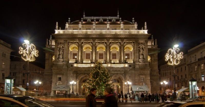 Az Operaház ideiglenes díszvilágítása