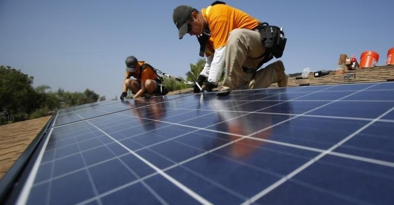 Ki fizeti meg a napelemekre bevezetett új adót?