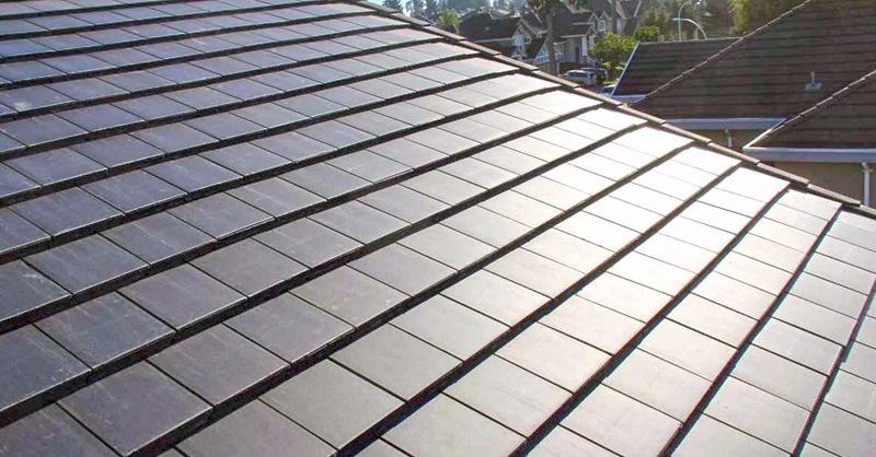 Itt a napelemes tetőcserép!