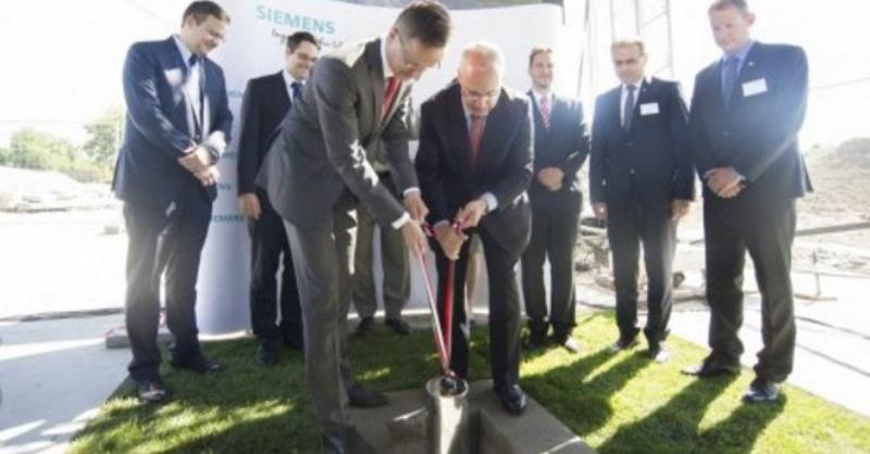 Letették a Siemens turbinalapátgyár bővítésének alapkövét Budapesten