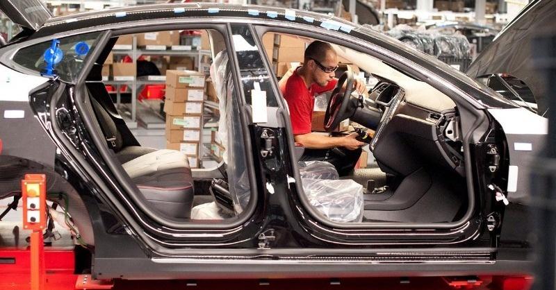 Elkészült az első Tesla Model 3, de vajon kié lett?