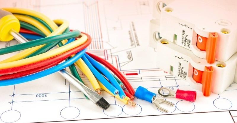 A villanyszerelők felelősségbiztosítása csak a közműbekötési munkálatokra vonatkozik