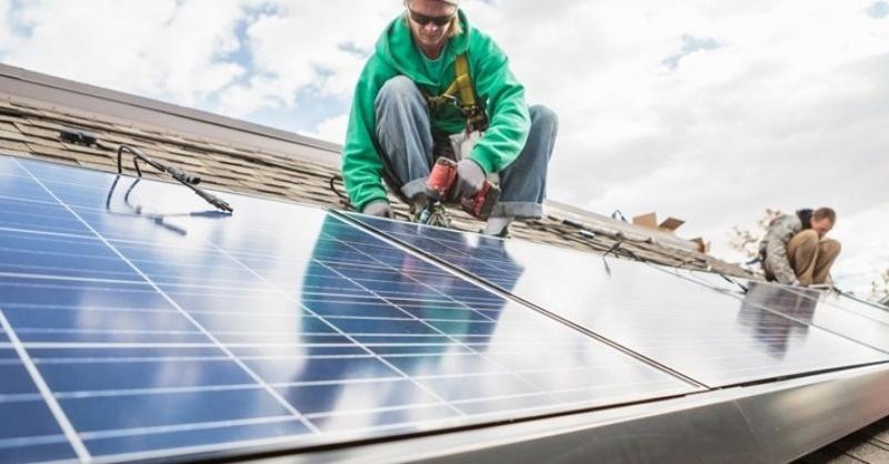 Felére csökken a napelemek termékdíja