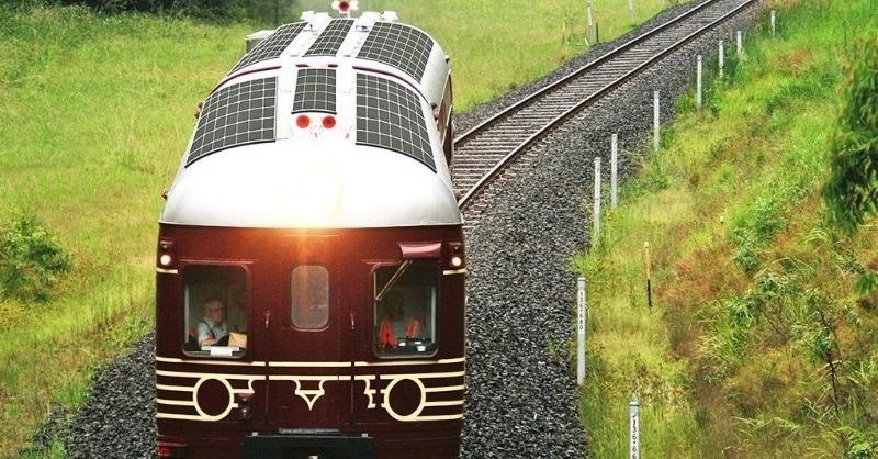 Itt az első napenergiával működő vonat