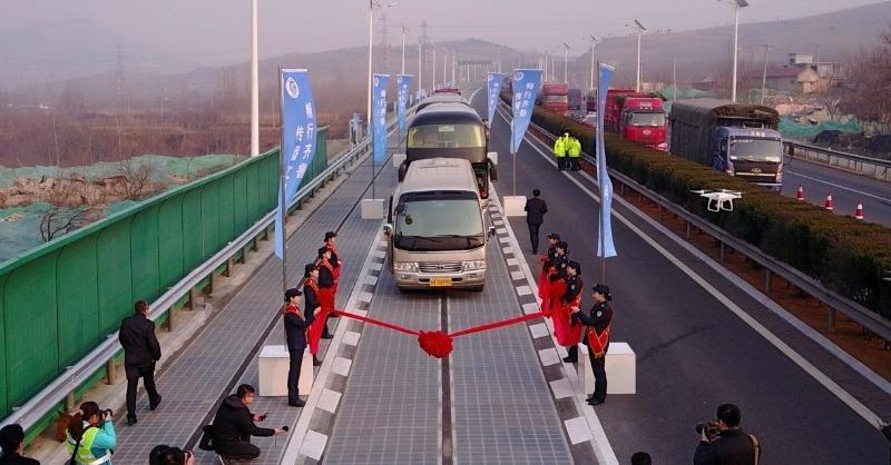 Itt a világ első napelemes autópályája – és már el is lopták