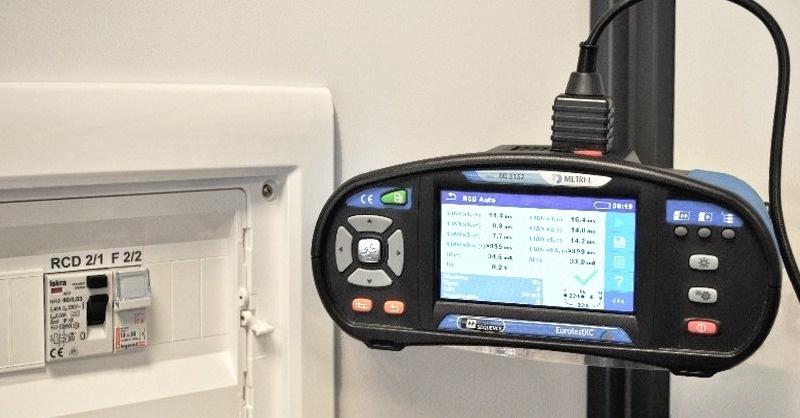 Szükség van-e B típusú áram-védőkapcsolóra az elektromosautó-töltőállomásokban?