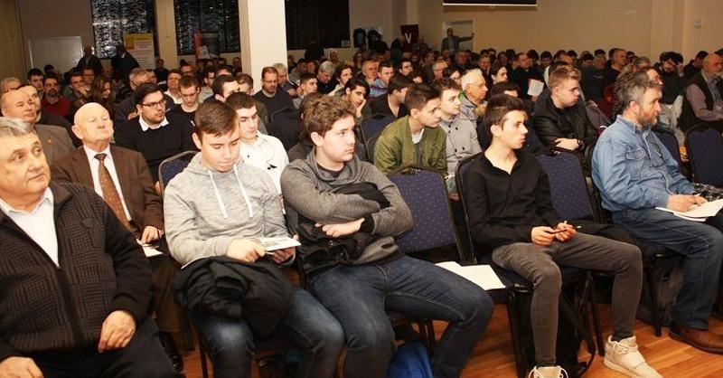 Február 20-án Pécsre ér az InfoShow