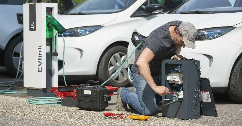 Új szakma születik: e-autótöltő-szerelő