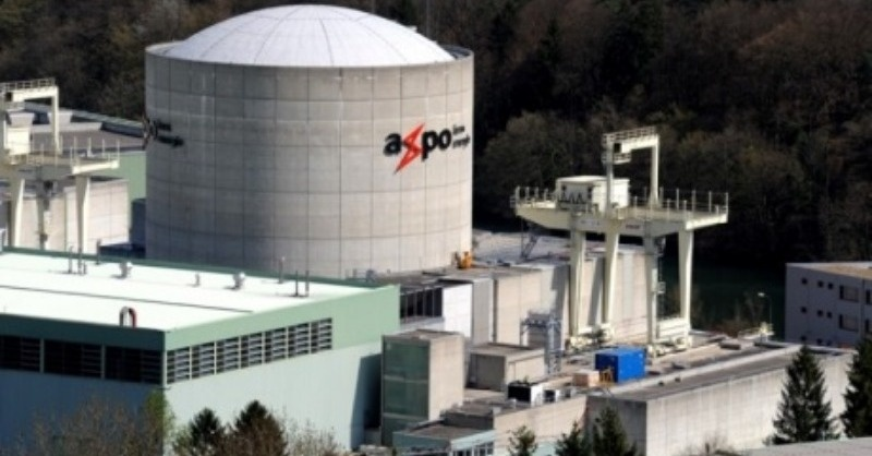 Újra hálózatba kötik az öreg, svájci atomerőművet