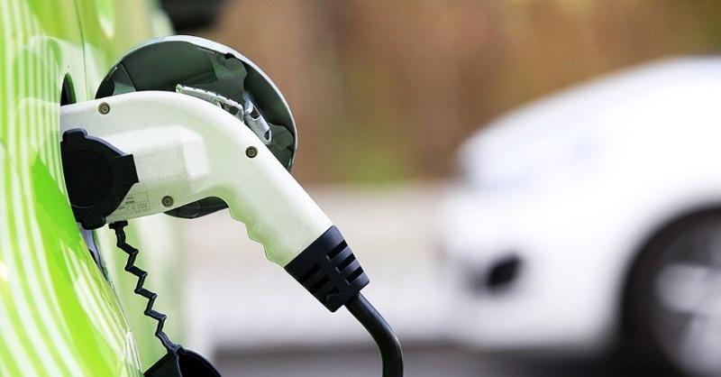 Miért jó hír, hogy fizetőssé válik az elektromos autók töltése?