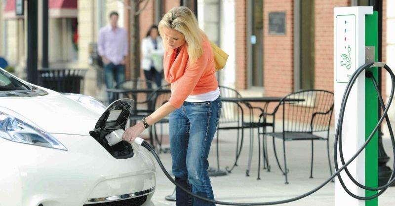 A jövőbe vezető úton elektromos autók járnak