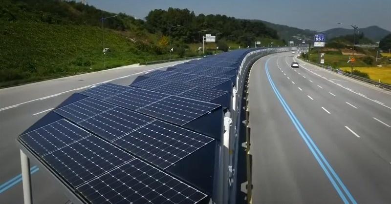 Videón a napelemmel fedett 32 km-es bringaút
