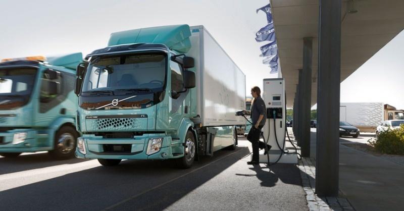 Forgalomba álltak az első elektromos Volvo teherautók