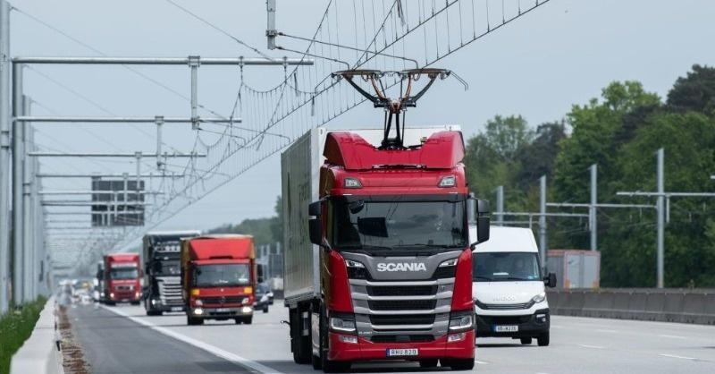 Villamosított autópályáját adtak át Németországban