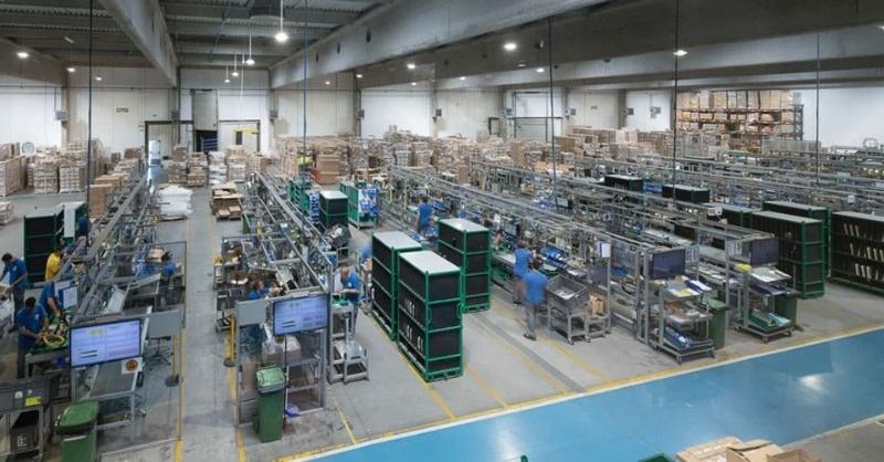 Négy európai gyárban is leállítja a munkát a Schréder