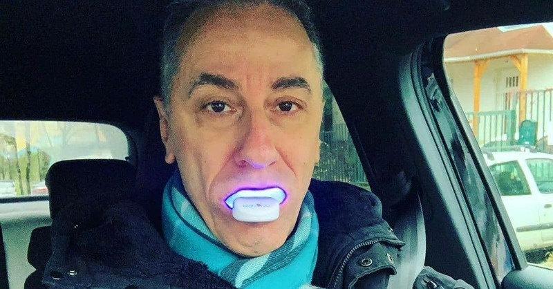 A GVH megtiltotta a LED-es fogfehérítő reklámozását