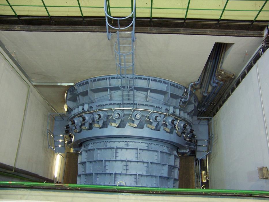 A Kiskörei Vízerőműbe 4 db vízszintes tengelyelrendezésű csőturbina-generátor egység kerül beépítésre: Tiszalökön még a függőleges elrendezést preferálták.