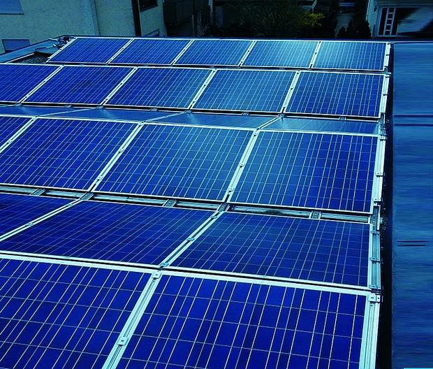 """6. ábra Látható a kelet-nyugati """"delta"""" elrendezése a napelemmoduloknak, a tetőfelület így maximálisan kihasználható."""