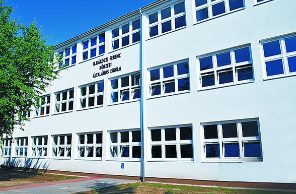 1. ábra A tiszabecsi II. Rákóczi Ferenc Általános Iskola és Óvoda homlokzata